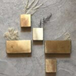 Petit vase en métal doré, cuivré ou noir