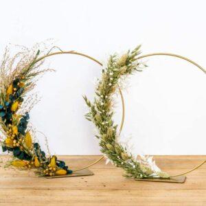 Couronne à poser dorée avec fleurs séchées
