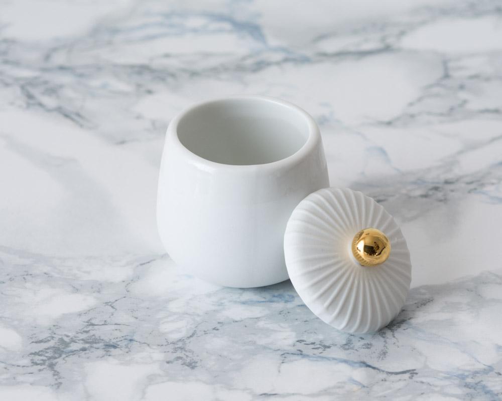 Petite boîte blanche en porcelaine Räder